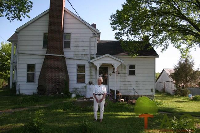 Soda Popp mom and farmhouse MO