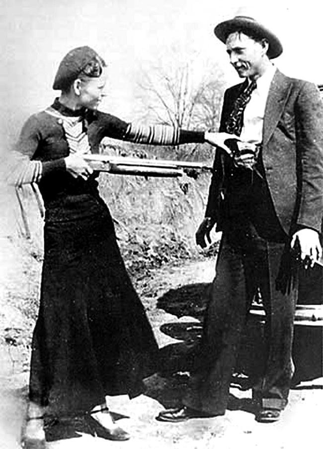 Bonnie and Clyde shotgun FBI photo