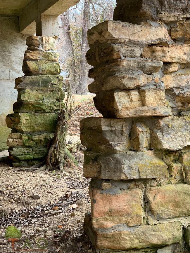 pillars under mill