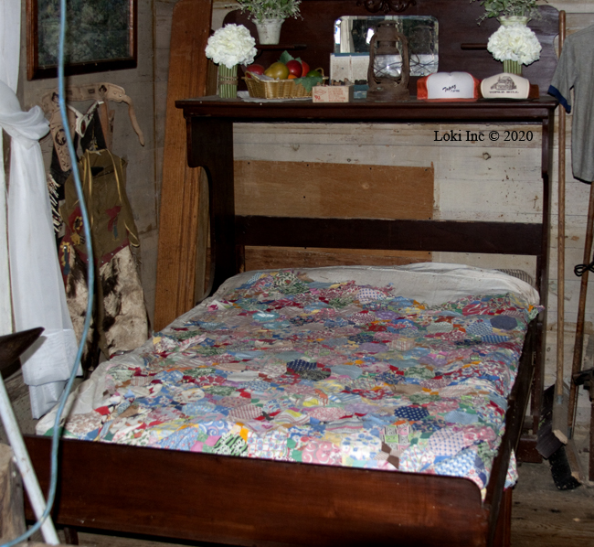 Double-fold bed Topaz General Store